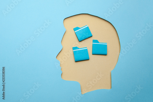 How to develop memory. How to properly organize information in my head. Head with papacmi inside © adragan