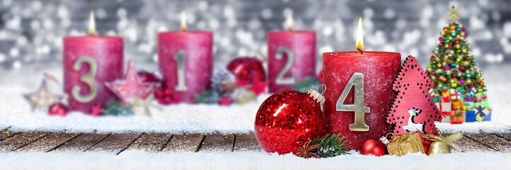 Vierter Advent schnee panorama Kerze mit Zahl dekoriert weihnachten Aventszeit holz hintergrund lichter bokeh / fourth sunday advent © stockphoto-graf