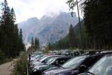 überfüllter Parkplatz am Pragser Wildsee - 233653928