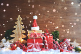 Weihnachtskarte - Geschenke im Schnee rot