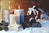 Adventskerzen im Schnee - dritter Advent