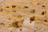 Italienische Stadt gespiegelt in Pfützen im Pflaster - 233977785