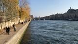 Paris - Quai de Seine - 233980736