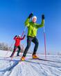 Leinwandbild Motiv zwei Skating-Sportler an einem herrlichen Wintertag