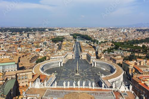 Panoramiczny widok na Watykan i miasto Rzym od kopuły Bazyliki Świętego Piotra, Włochy