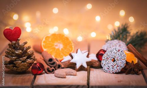 Kekse zu Weihnachten, Zimtstern, Gewürze