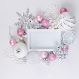 Christmas card with beautiful pink and white décorations - 234247532