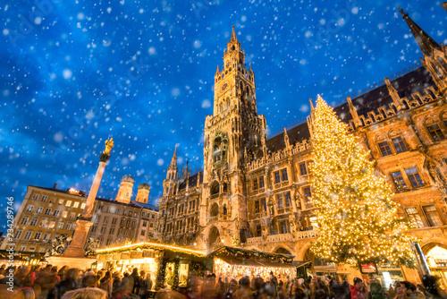 Leinwanddruck Bild Münchner Christkindlmarkt auf dem Marienplatz, Bayern, Deutschland
