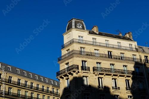 fototapeta na ścianę Façade d'immeubles en pierre blanche, Paris