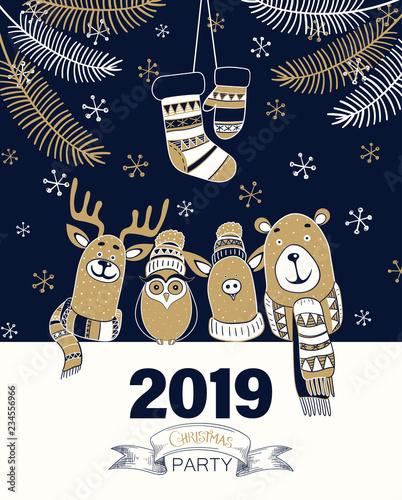 Christmas party 2019 plakat lub zaproszenie z kreskówek zwierząt.