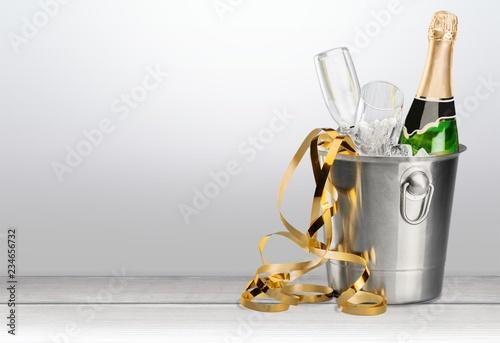 Pełne szklanki szampana z bliska.