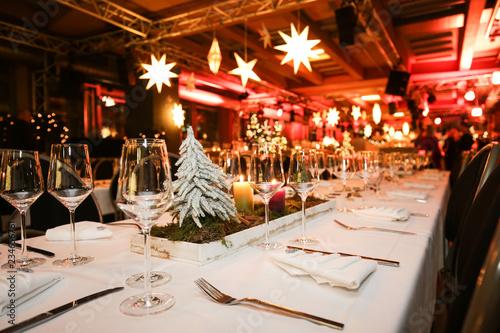 Tischdekoration bei einer Weihnachtsfeier, - 234656761