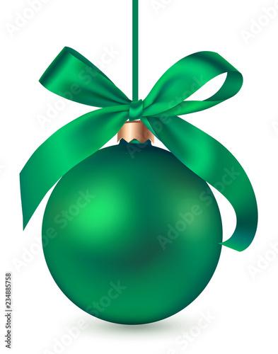 Zielona Bożenarodzeniowa piłka z dekoracyjnym zielonym łękiem odizolowywającym na białym tle