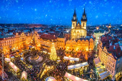 Weihnachtsmarkt auf dem Marktplatz in Prag, Tschechische Republik