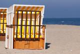 ein verlassener gelber strandkorb am ostsee strand auf der sonnen insel usedom - 235094367