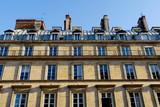 Derniers étages avec balcon sous les toits. Paris France.