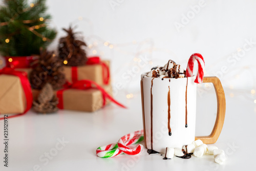 fototapeta na ścianę a cup of hot cocoa or chocolate with Christmas present on white table