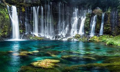 Wasserfälle mit türkisblauem Wasser © eyetronic