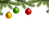 Bunte Weihnachtskugeln mit Tannenzweige