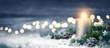 Leinwanddruck Bild - Dekoration für Weihnachten mit Kerze und Lichtern auf Schnee und Holz