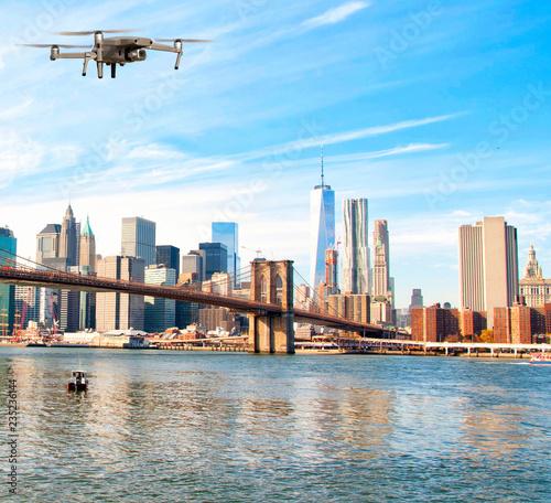 Foto Murales Drone flying over Brooklyn Bridge, New York