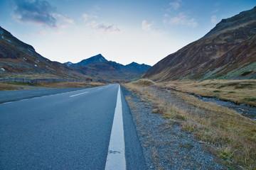 Strasse durch die Alpen