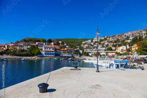 Leinwandbild Motiv Hafen von Rabac, Kroatien