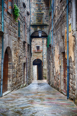 Backstreet in a picturesque old town © Lars Johansson