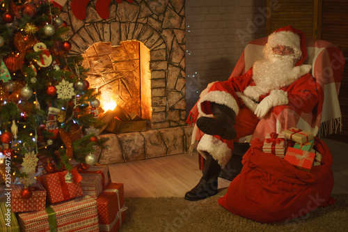 Santa Claus Christmas Eve - 235484726