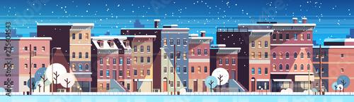 miasto budynek domy noc zima ulica cityscape wesołych świąt szczęśliwego nowego roku pojęcie płaskie mieszkanie poziomy transparent wektor ilustracja