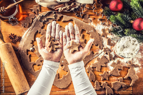 Leinwanddruck Bild Christmas baking and gingerbread star and tree in woman hands