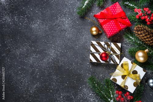 Boże Narodzenie tło - czerwone, złote i srebrne dekoracje i pres