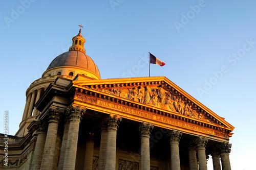 Panteon Paryża o zachodzie słońca; Francja