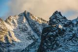 Widok na Mnicha i Rysy ze szlaku na Szpiglasowy Wierch w Tatrach.