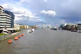 вид на Темзу с Лондонского моста в сторону Тауэрского моста