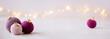 Leinwanddruck Bild - Wollige Weihnachtsgrüße - gehäkelte Weihnachtskugels als weihnachtsdekoration, romantisch und feminin, als Banner