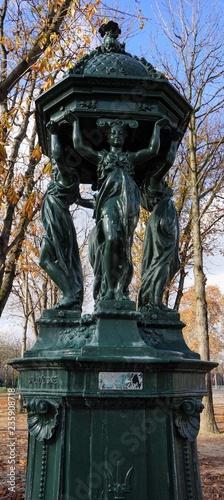 Fontaine Wallace Champs Elysées Paris - 235908718