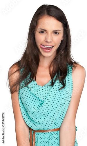 Zakończenie portret młoda kobieta w zieleni sukni odizolowywającej dalej