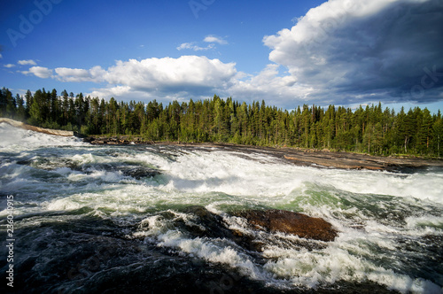 rzeka w zimie, w Norwegii Skandynawia Północna Europa