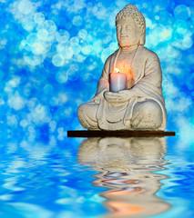 estatua de piedra sobre el agua