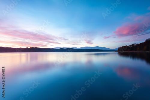 Wunderschöner Sonnenaufgang am Simssee in Bayern