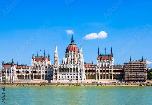 Leinwanddruck Bild  Hungarian parliament in Budapest