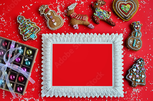 fototapeta na ścianę Red background in christmas mood with gift and epmty frame
