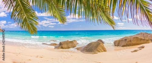 Plage paradisiaque des Seychelles, anse Source d'argent - 236419742