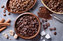 "Постер, картина, фотообои ""various coffee beans in wooden bowls"""