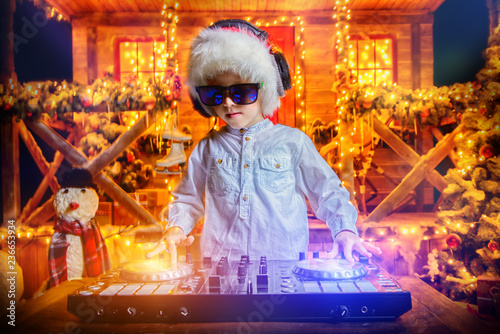 cool little dj - 236653934