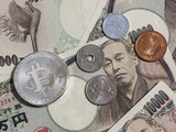 Bitcoin and Japanese coins on Japanese 10,000 yen. - 236792124