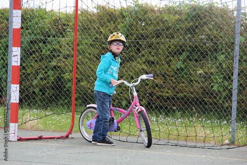 Garçon et son vélo