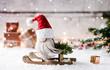Leinwanddruck Bild - 1,2,3,4 und schon steht Weihnachten vor der Tür - weihnachtlicher Wichtel sitzt auf seinem Schlitten