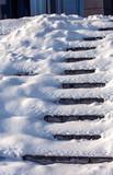 Zugeschneite Treppe